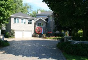 居外网在售加拿大3卧4卫原装保留的房产总占地2416平方米CAD 1,590,000