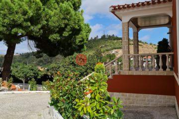 居外网在售葡萄牙5卧4卫曾经整修过的房产总占地6240平方米EUR 1,800,000